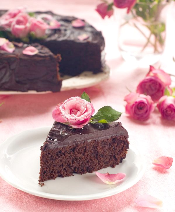 How To Decorate A Cake With Roses
