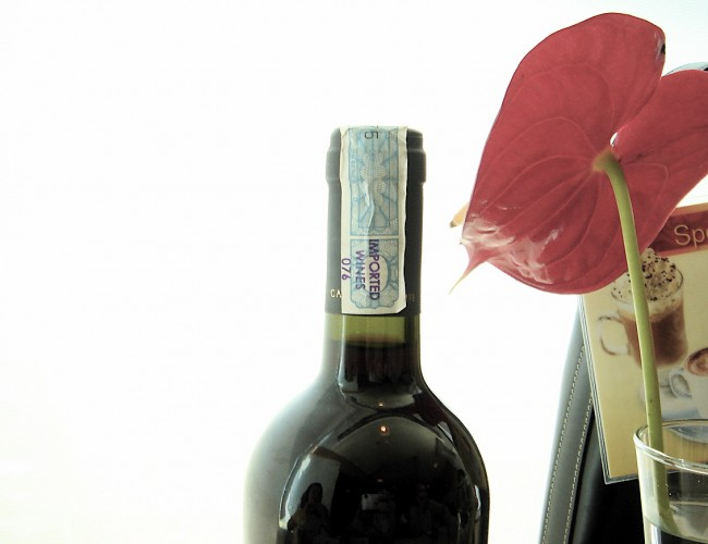 How to make a wine bottle vase