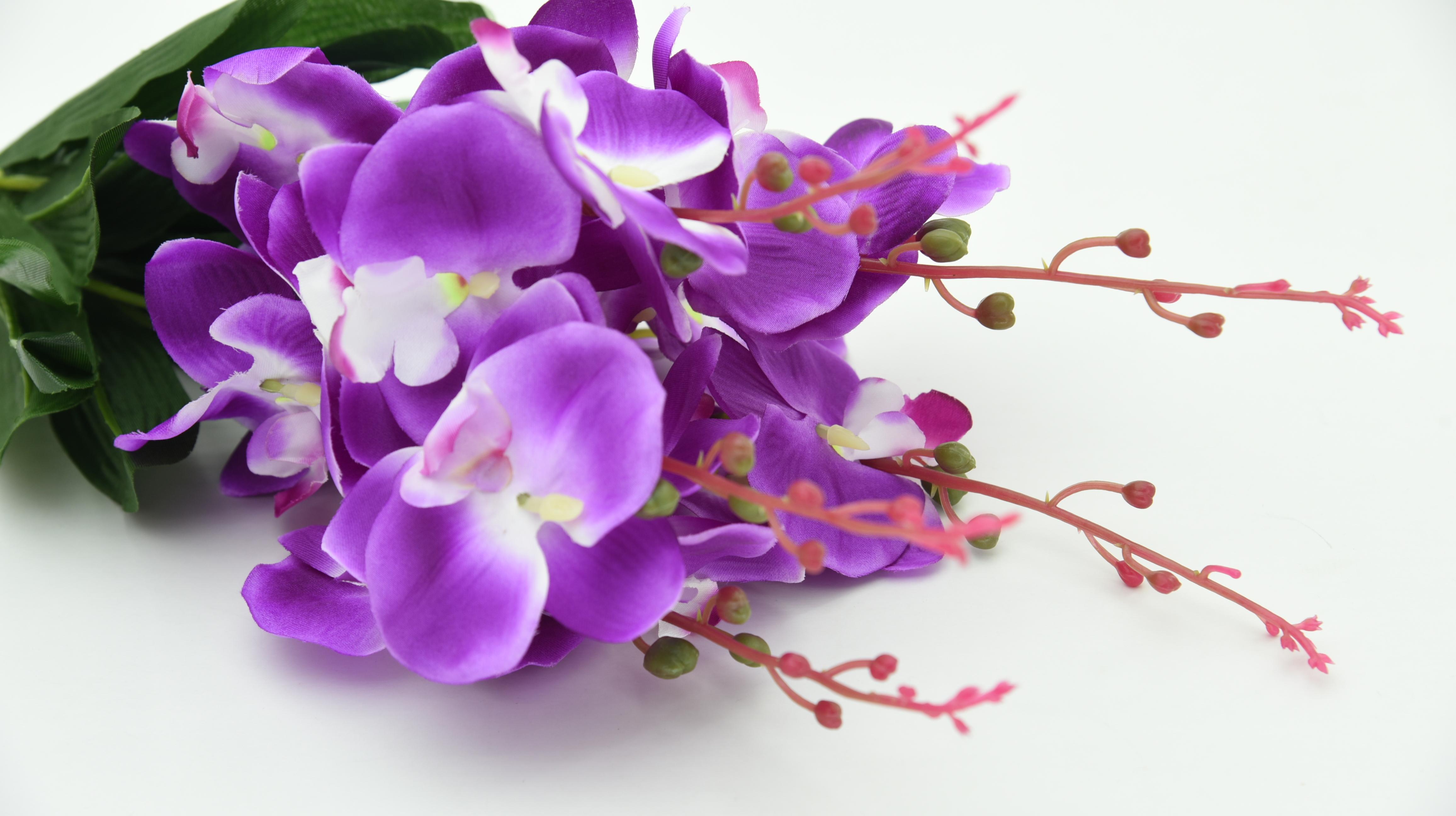 Fabulous purple wedding flowers