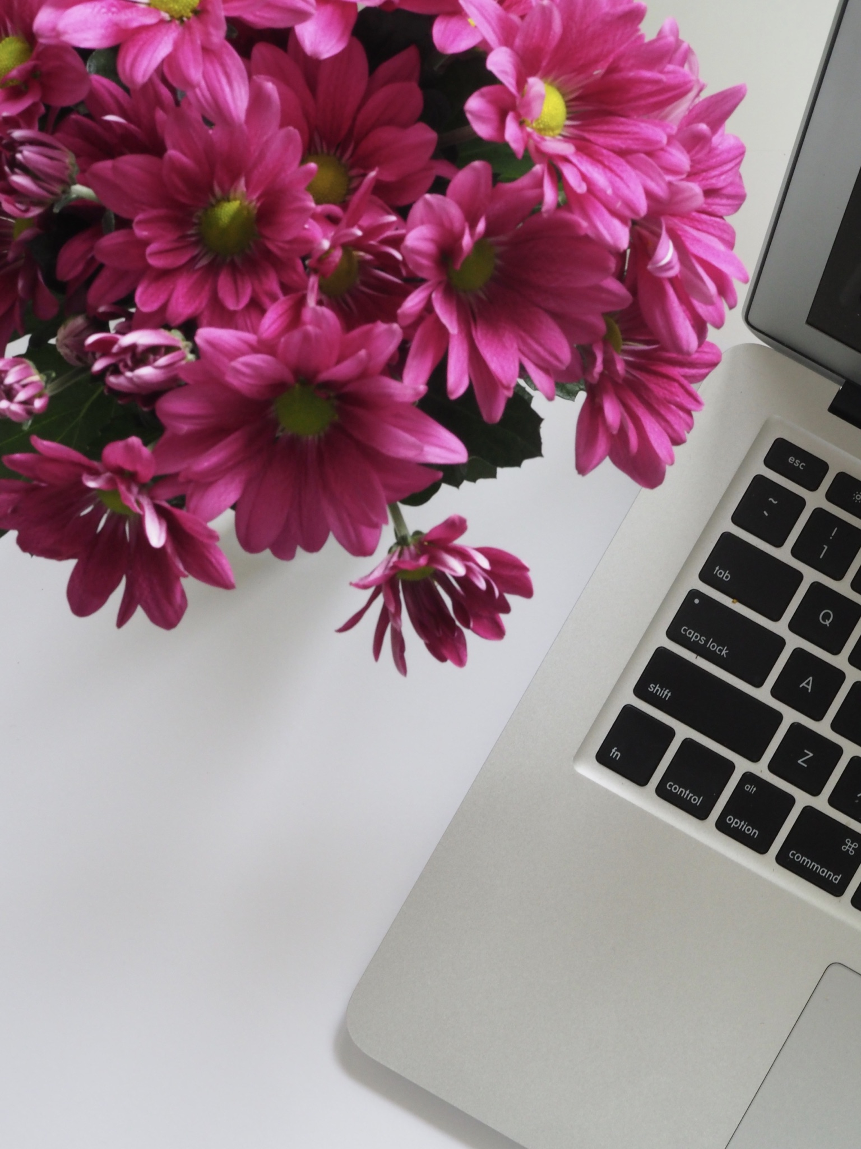 Make your workplace better with flowers