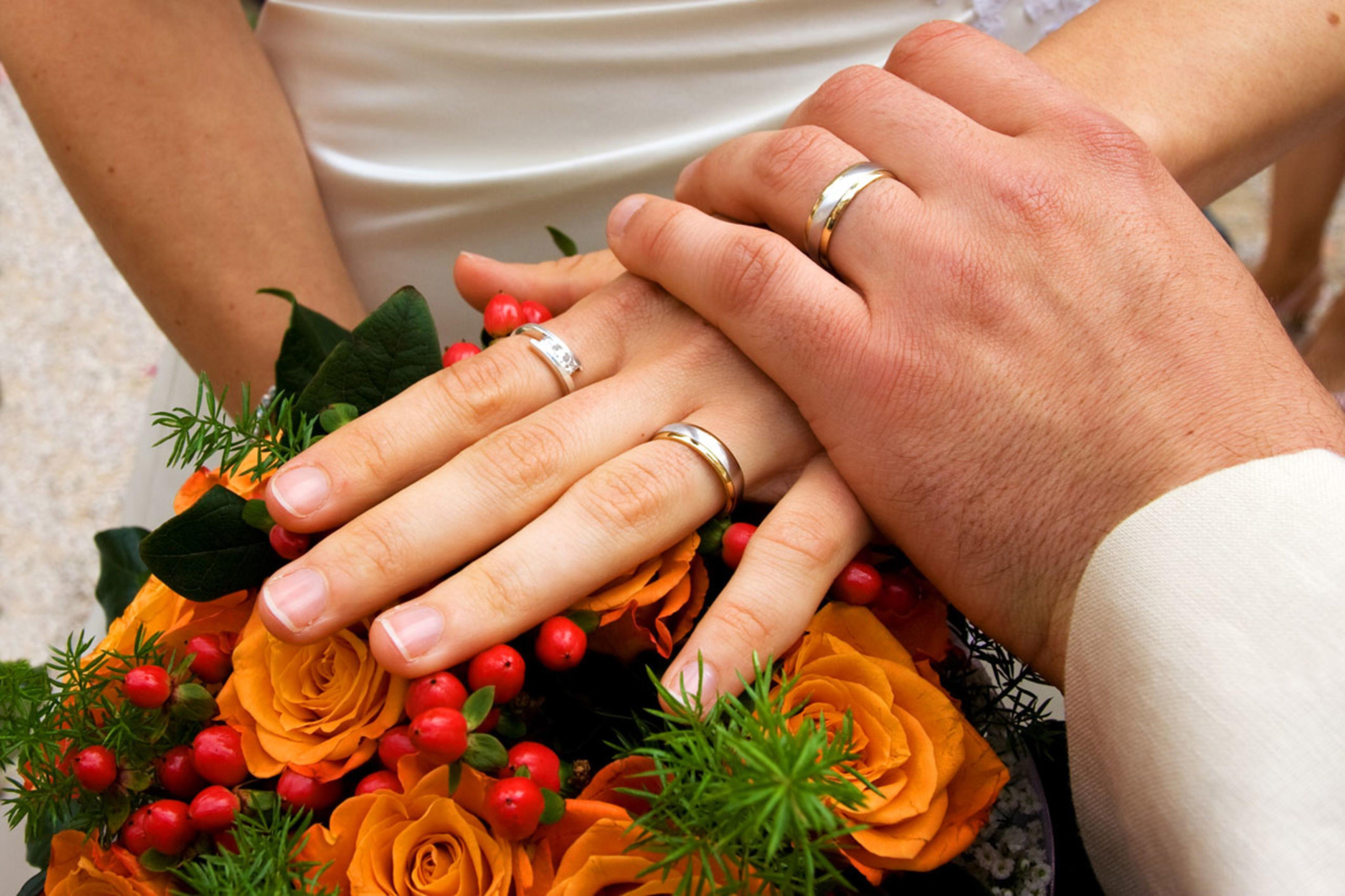 Unconventional wedding flower arrangements